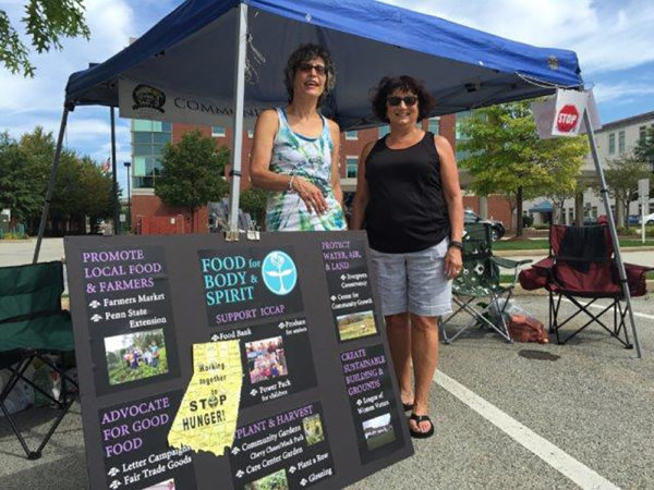 liz-cook-and-ruth-thomas-were-one-of-the-team-groups-to-represent-first-unitarian-universalist-at-the-farmers-market